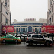 省体育场南门两侧广告牌